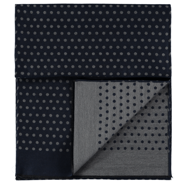 wool-scarf-spotted-blue-grey-detail
