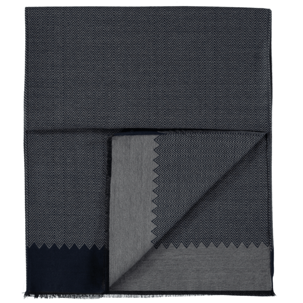 wool-scarf-herringbone-grey-blue-detail